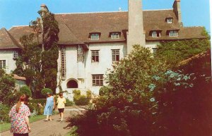 Le Bois des Moutiers 1990: Me in a flowery t-shirt and the front of the house