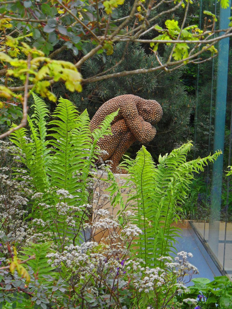 The Veiled Garden, sculpture by Anna Gillespie, Chris Beardshaw for Arthritis Research UK, Chelsea 2013