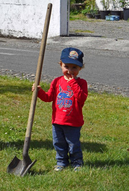 Our new worker, Cillian, Tostat roundabout May 2015