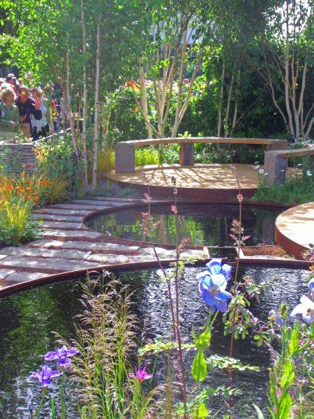 Loved these circular pools, Nigel Dunnett, Chelsea 2011
