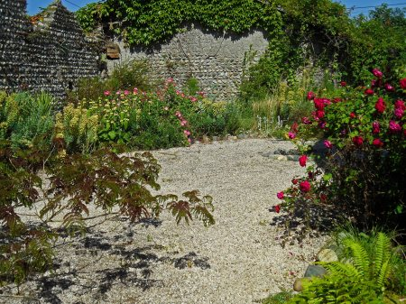 The sunny side of the New Garden,  Tostat, end May 2015