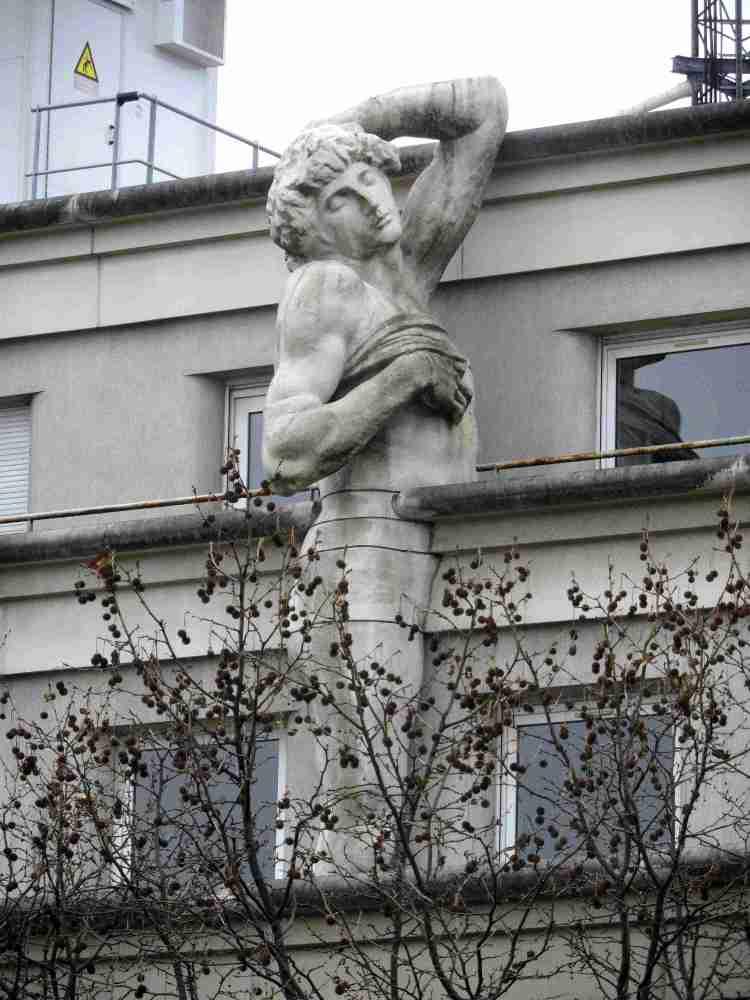 Paris Statue Prom Plantee 216