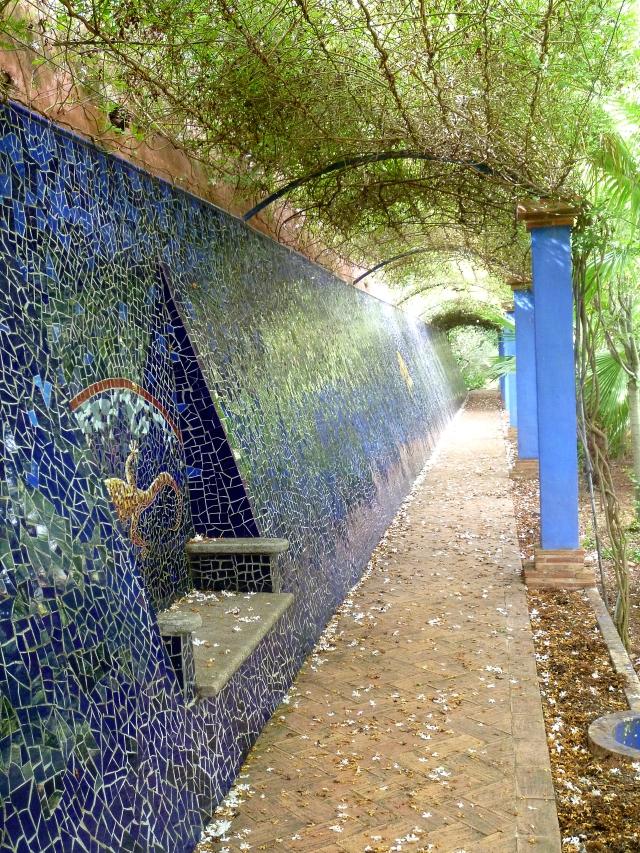 Alicante Albarda trencadis walkway 1017